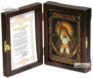 Остробрамская Божия Матерь, икона подарочная в футляре, 10х15 см - вид в комплекте