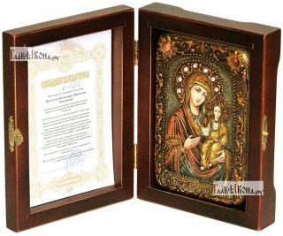Смоленская Божия Матерь, икона подарочная в футляре, 10х15 см - вид в комплекте