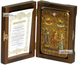 Домостроительница (Экономисса) Божия Матерь, икона подарочная в футляре, 10х15 см - вид в комплекте