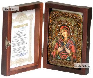 Семистрельная Божия Матерь (в живописном стиле), икона подарочная в футляре, 10х15 см - вид в комплекте