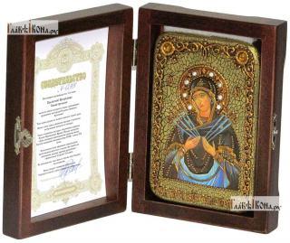 Семистрельная Божия Матерь, икона подарочная в футляре, 10х15 см - вид в комплекте