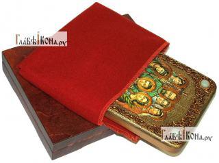 Царственные страстотерпцы (поясные), икона подарочная на дубовой доске, 15х20 см - вид в комплекте