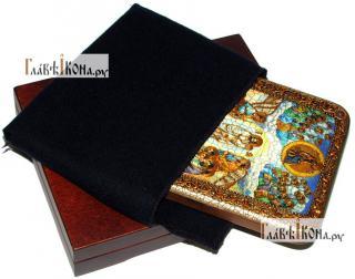 Успение Пресвятой Богородицы, икона подарочная на дубовой доске, 15х20 см - вид в комплекте