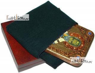 Николай Чудотворец (старинный стиль), икона подарочная на дубовой доске, 15х20 см - вид в комплекте