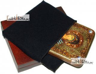 Семистрельная Божия Матерь, икона подарочная на дубовой доске, 15х20 см - вид в комплекте