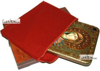 Семистрельная Божия Матерь (в живописном стиле), аналойная икона подарочная - вид с упаковкой