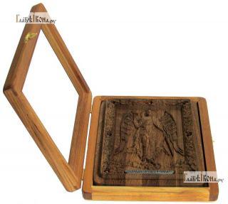 Резная икона Ангела Хранителя, артикул 22090 - вид в открытом киоте