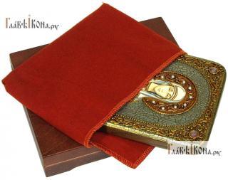 Эмилия Каппадокийская, икона подарочная на дубовой доске, 15х20 см - вид в комплекте