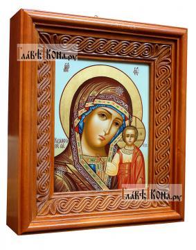 Писаная икона Казанской Богородицы, на голубом фоне, артикул 5339 - вид в киоте