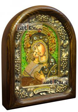 Владимирская икона БМ сделанная бисером в киоте - вид сбоку