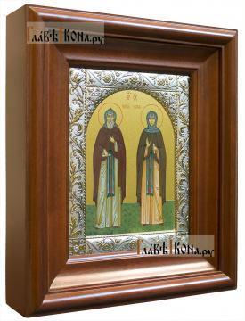 Кирилл и Мария Радонежские, икона в ризе с классическим узором - вид в киоте сбоку