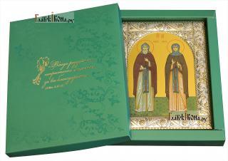 Кирилл и Мария Радонежские, икона в ризе с классическим узором - вид в упаковке