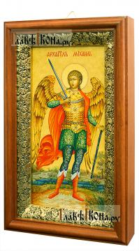 Икона в киоте святого Архангела Михаила (ростовое изображение) - вид сбоку