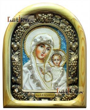 Казанская - икона дивеевская в бархате, со светлым киотом