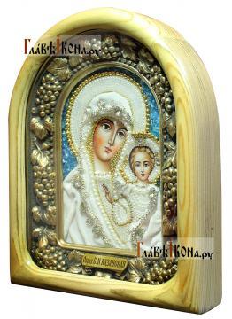 Казанская - икона дивеевская в бархате, со светлым киотом (вид сбоку)