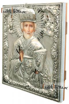 Николай Чудотворец (в митре), икона с серебряном окладе на доске - вид сбоку