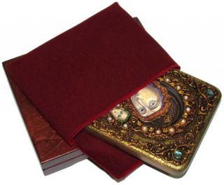 Казанская Божия Матерь, икона подарочная, на дубе, с камнями, средняя