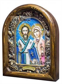 Киприан и Уистинья, икона из бисера в деревянном киоте - вид сбоку